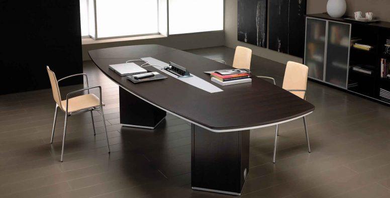 Despacho serie iven. Mesa de juntas